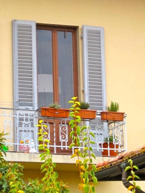 Rear Window: The Rhythm of FlorentineLife