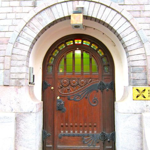 Whimsical flowers and metal details adorn this Helsinki doorway.