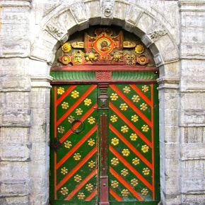https://gallivance.net/2012/11/06/beguiling-baltic-doors-whats-the-message/