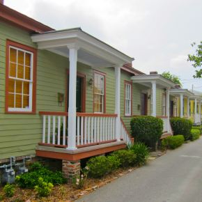 https://gallivance.net/2012/05/18/savannahs-tiny-cottages-total-charm-in-300-square-feet/