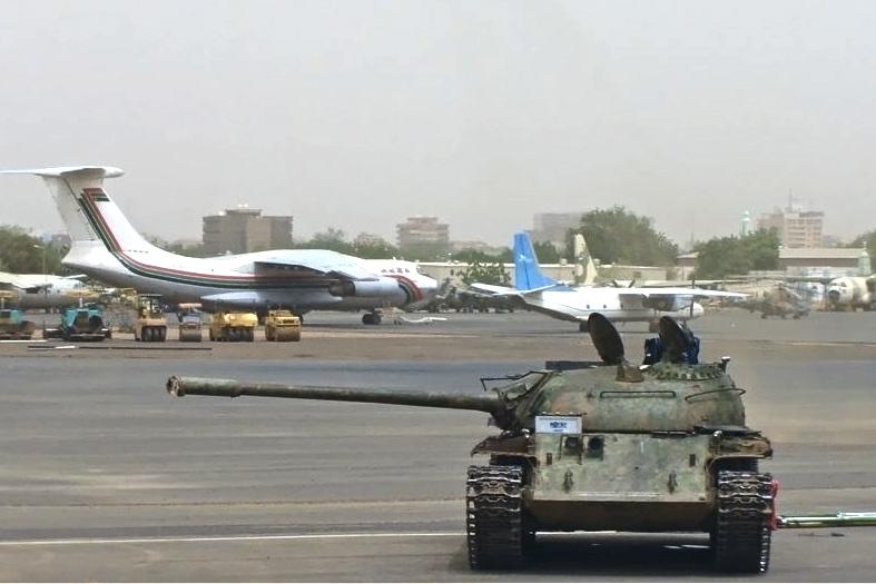 1024px-Sudanese_Air_Force_Mil_Mi-24_Onyshchenko-1