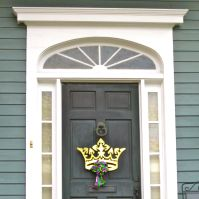 Crown door