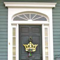 Crown door
