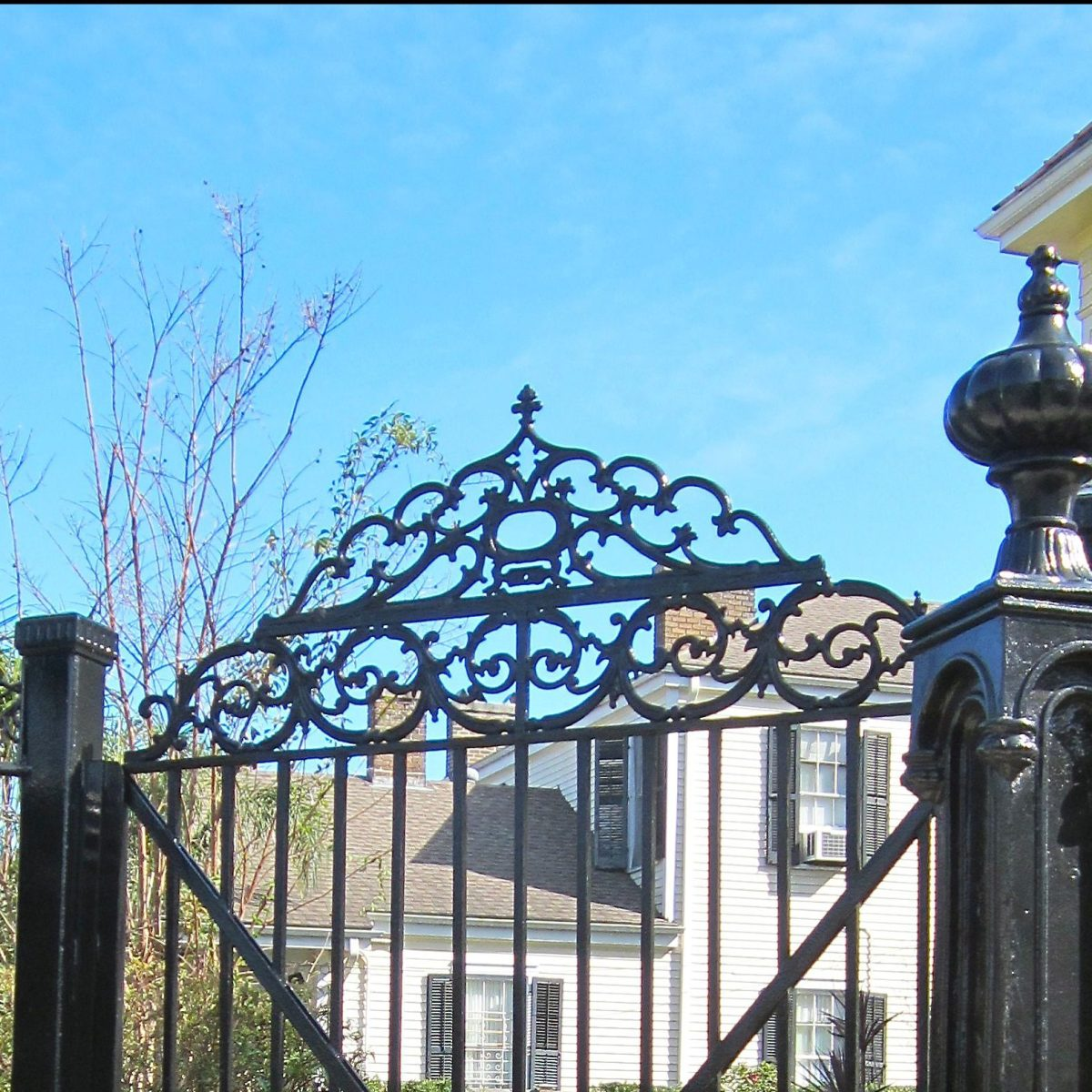 The Garden District vs. The French Quarter: A Clash of Cultures Preserved in Architecture
