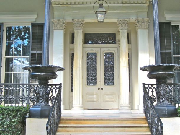 The garden district vs the french quarter a clash of for Grand entrances