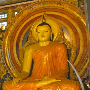 Gangaramaya: Colombo's Beautiful Buddhist Temple