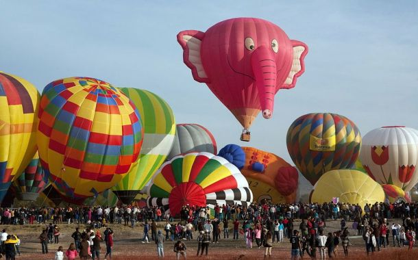 Pink Elephant Balloon by By Tomascastelazo via Wikimedia Commons