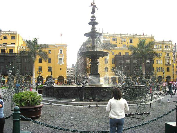 Plaza_de_armas_Lima5