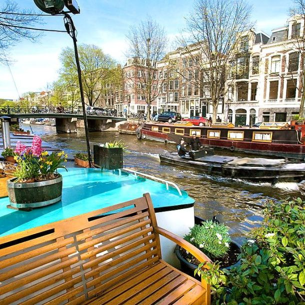 Amsterdam Houseboat w bench