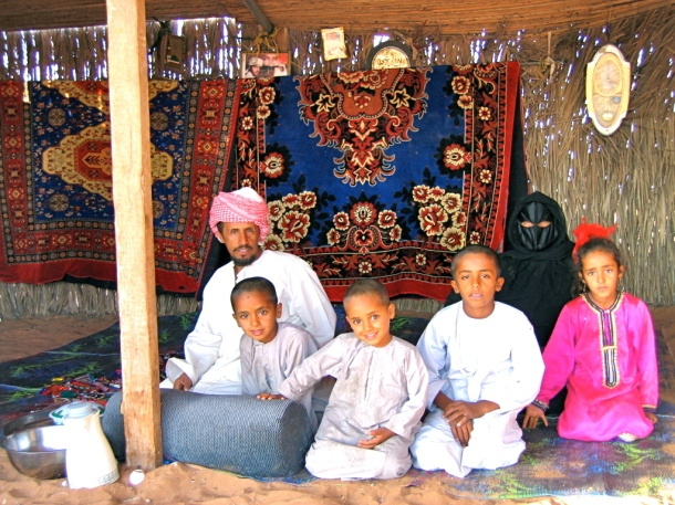 Bedouin_family-Wahiba_Sands