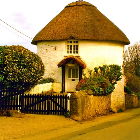 Round thatched cottage