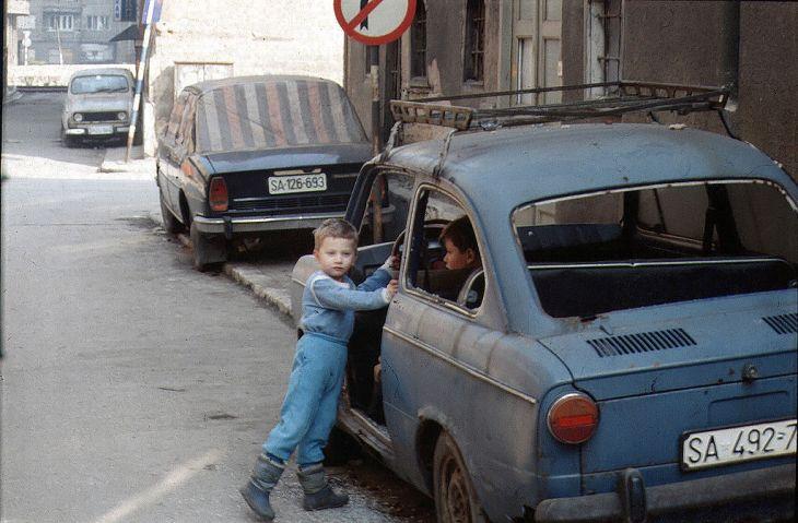 Sarajevo_Children_BlueCar