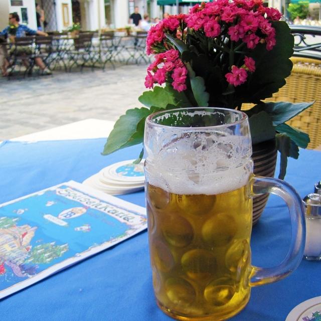 1280px-Hofbrauhaus_beer - Version 2