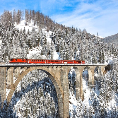 Train crossing the Wiesen Viaduct