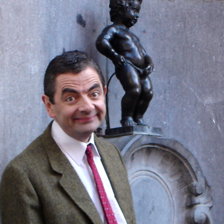 Rowan_Atkinson_and_Manneken_Pis - Version 2