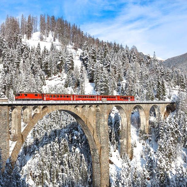 train-crossing-the-wiesen-viaduct