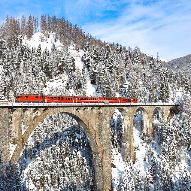 train-crossing-the-wiesen-viaduct