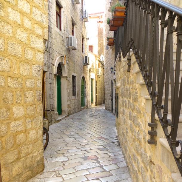 Twisting Alley