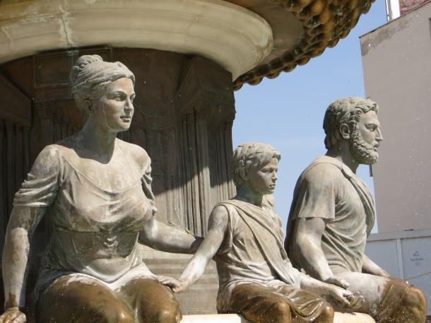 Oympia, Alexander, Philip Fountain 2