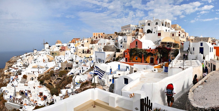 Panoramic_view_of_Oia,_Santorini_island_(Thira),_Greece 2