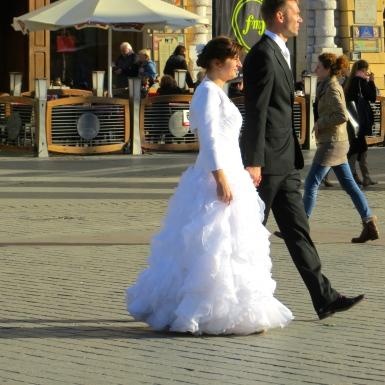 Strolling newlyweds in Krakow.