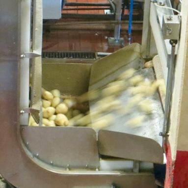 1. Peel and wash the potatoes.